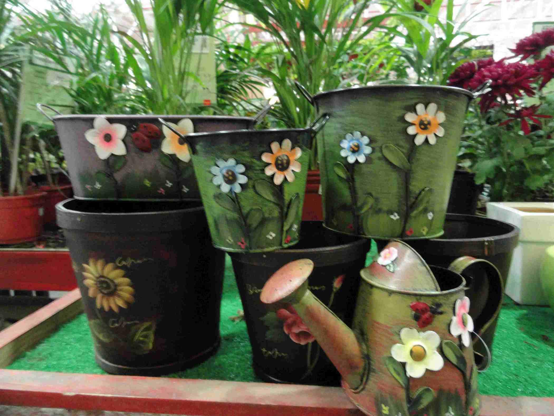 Macetas artesanales de lata el jardin en casa for Macetas decoradas para jardin